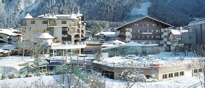 Austria_Mayrhofen_Sporthotel-Strass_Exterior-winter.jpg